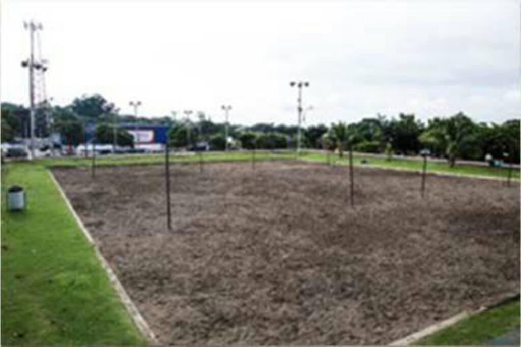 Cancha de arena, frente a la Iglesia de Ciudad Colón (foto de internet)