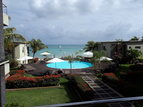 Beachfront apartment Mon Choisy B3