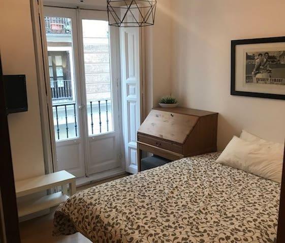 Habitación en acogedor piso en el centro de Madrid