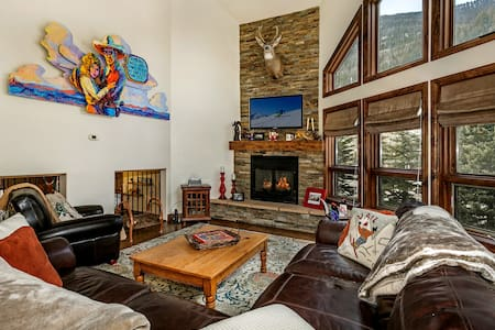 Mtn Home w/ Hot Tub !!!! E. Vail 3rd Bus Stop Town