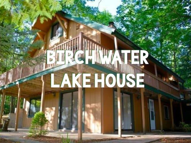 5BR Lakehouse - *Near Beaches/Wineries/Downtown!*