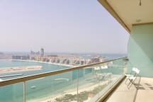 Balcony with breathtaking views! You can see the Palm Jumeirah and Bluewaters - Dubai-Ain