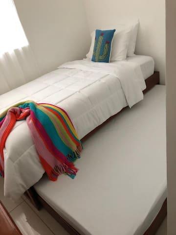 Bedroom - 2nd Bed / Cuarto - Segunda Cama