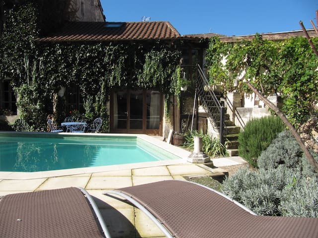 Lovely apartment in courtyard, pool - Tocane-Saint-Apre - Flat