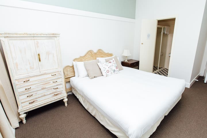 Queen Room -  Ensuite Bath, Pool, Tennis & Gardens