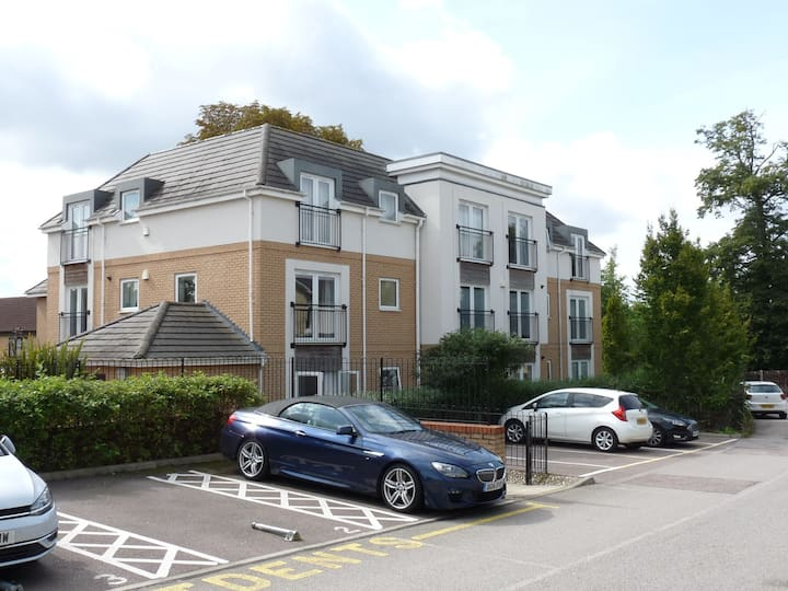 Spacious Modern 1st Floor Flat Ideal For Commuting