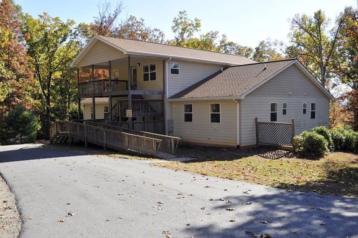 11-Bedroom Ervin Retreat House in Hayesville, NC