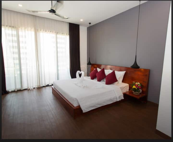 Big room with Balcony free breakfast & Pick up