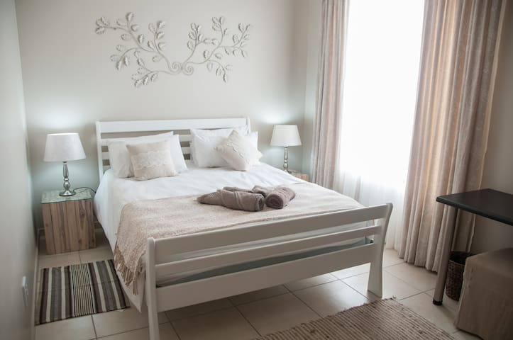 Long Beach Selfcatering - Unit 3 Apartment