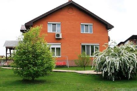 Дом с бассейном, сауной и садом - Protsiv - Haus