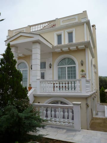 """Dream Villa"" near airport with sea & mount view"