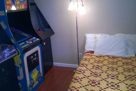 Private Room Near UC Davis, SMF Airport, YC Fair