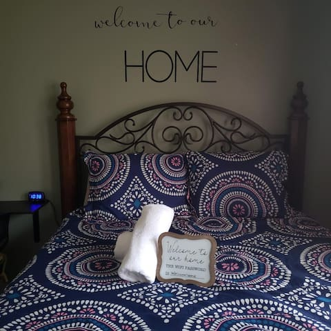 ♣ Warm and cozy BR ♣ Queen bed ♣ Friendly hosts ♣