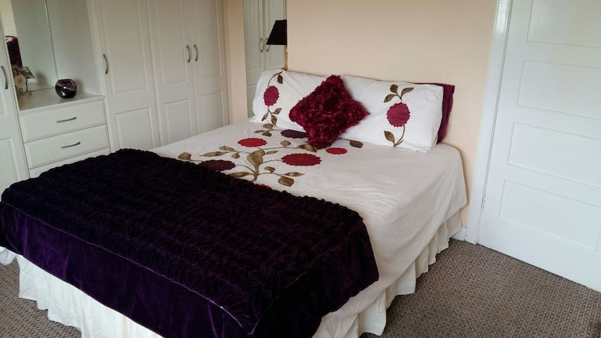 Large double room. Queen sized bed of good quality