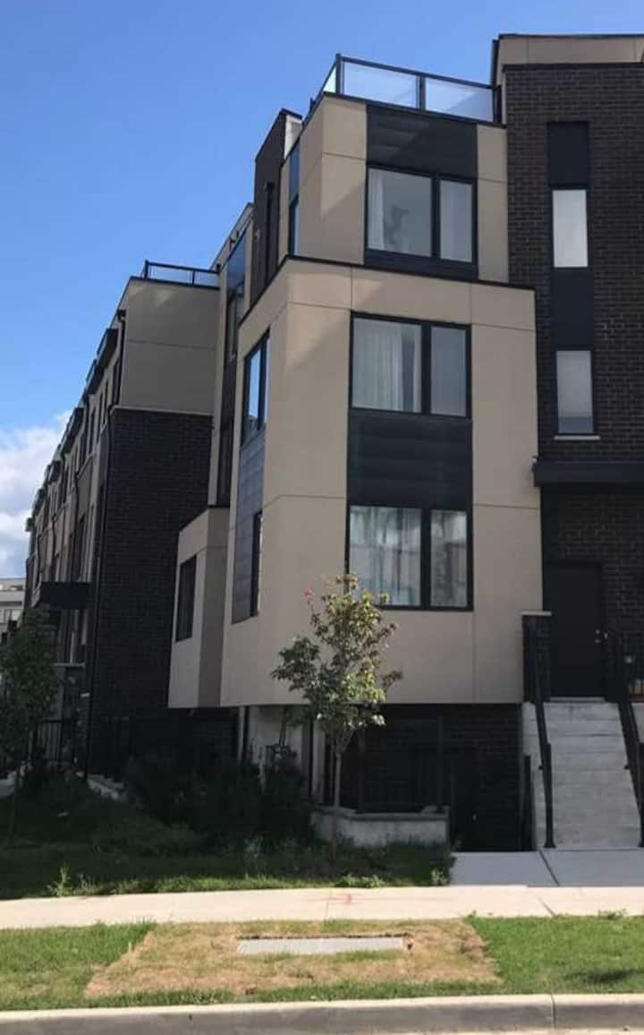 New Spacious  luxurious townhouse condo5194766957