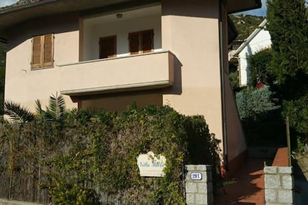 Holiday Apartment near the Beach with Wi-Fi and Terrace, Pets allowed