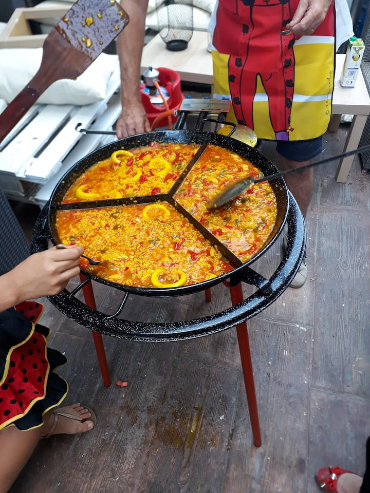 Paella pan for +3 person