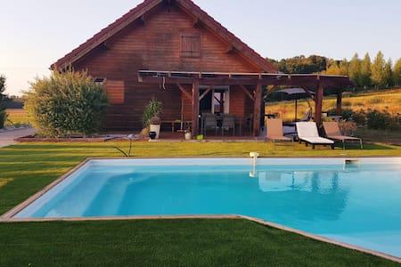 Chalet avec piscine privée chauffée au calme