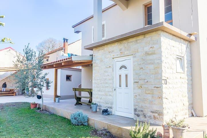 Beautiful 3 bdr modern house for 8 people - Bibinje - Huis