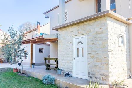 Beautiful 3 bdr modern house for 8 people - Bibinje - Haus