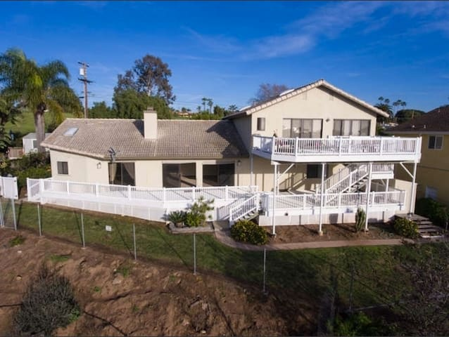Stunning Ocean Views, Ample Space for Family/Group