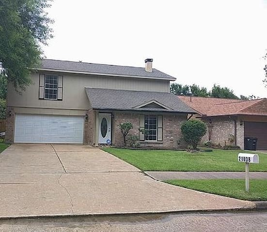 NW Harris County 3/2.5/2 House with a Pool