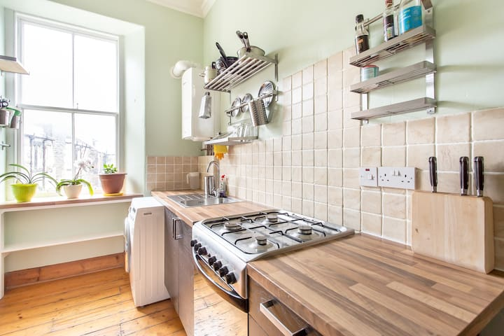 Leith Walk, Cozy Two Room Apartment