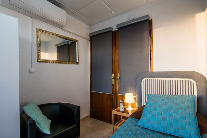 Just4u - Lovely Single Room with Air Conditioning