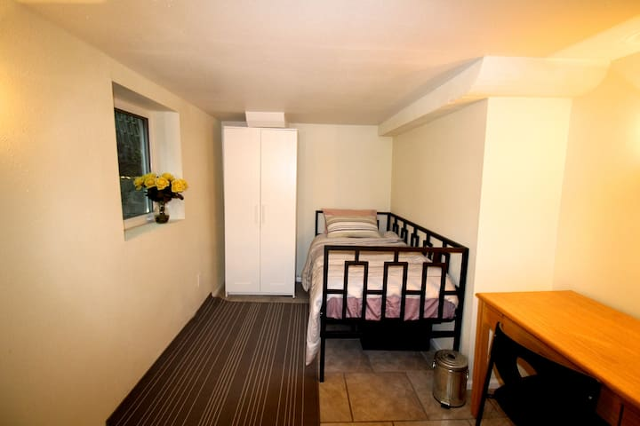 Clean and Comfy Room For One In Green Lake