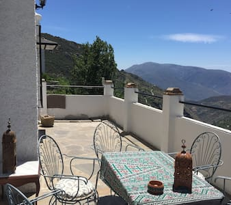 Lovely Apartment, Large Terrace, Amazing Views - Bubión - Wohnung