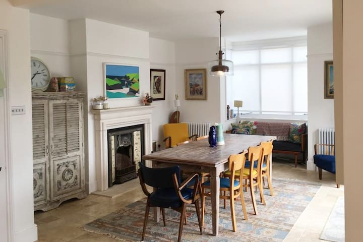 Bright & airy 4-bedroom house, in St Helens, IOW