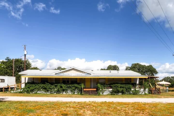 Robin House 3BR Buchanan Dam Home - Buchanan Dam - Dům