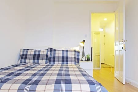 Cozy Double Bedroom Located in Central London - London - Lejlighed