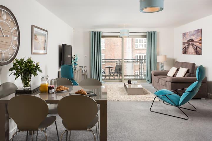 Large 2 bed riverside apartment in central York - York - Apartmen