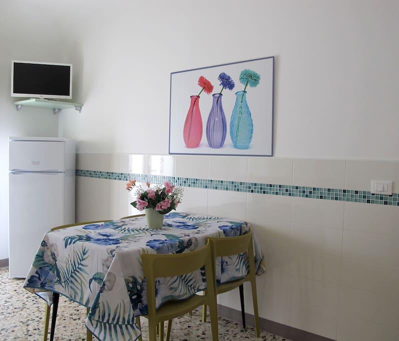 Cucina completa con TV-Sat e terrazza