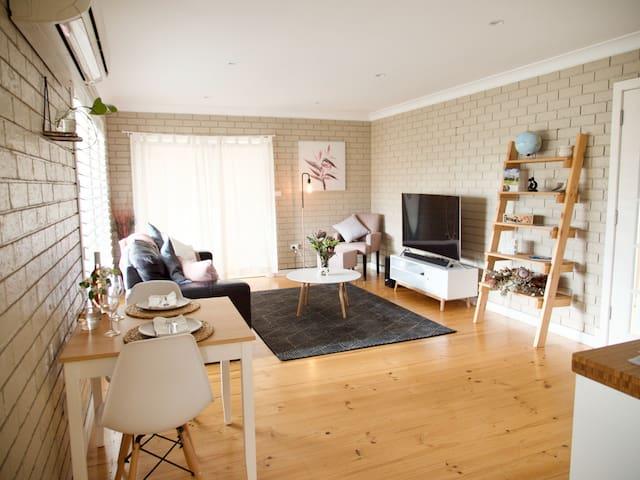 "McLaren Vale Guest House, ""Bird's View"""