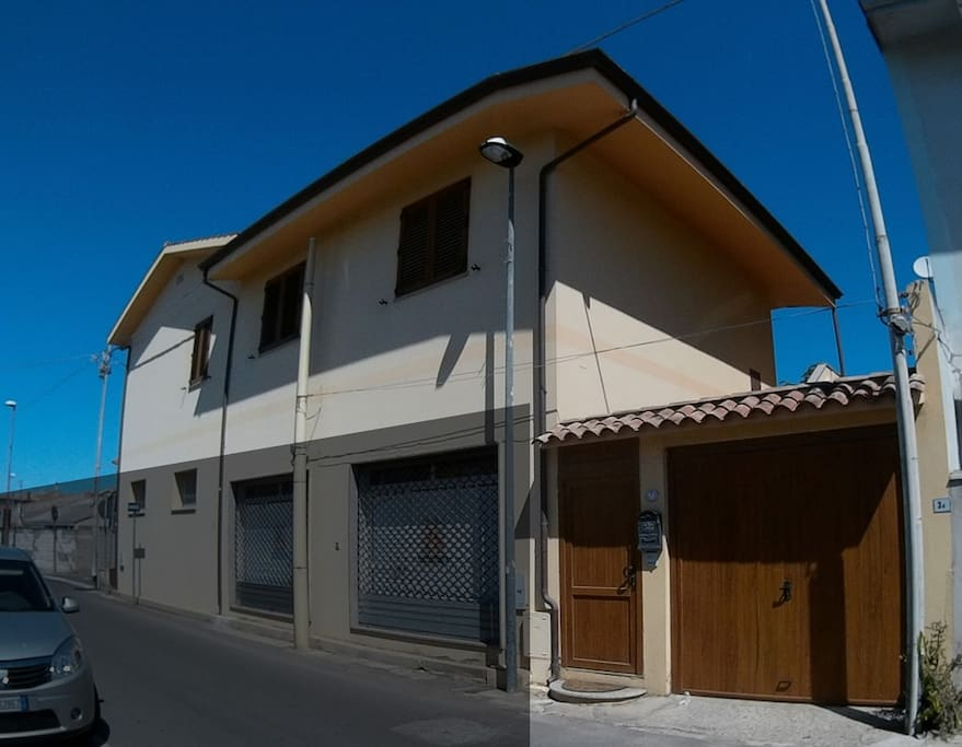 House is on the second floor. Casa al primo piano.