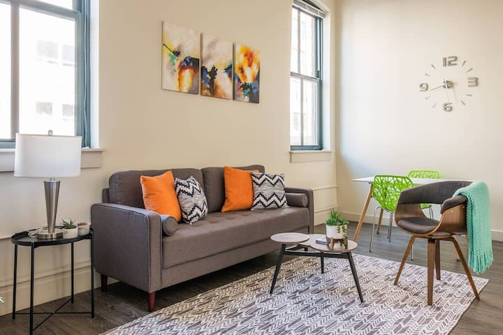 Fresh + Modern 1br in the Heart of the City w/ Gym