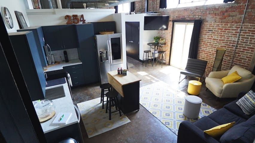 "Historic Warehouse Loft in Downtown Waco ""DeLoft"""