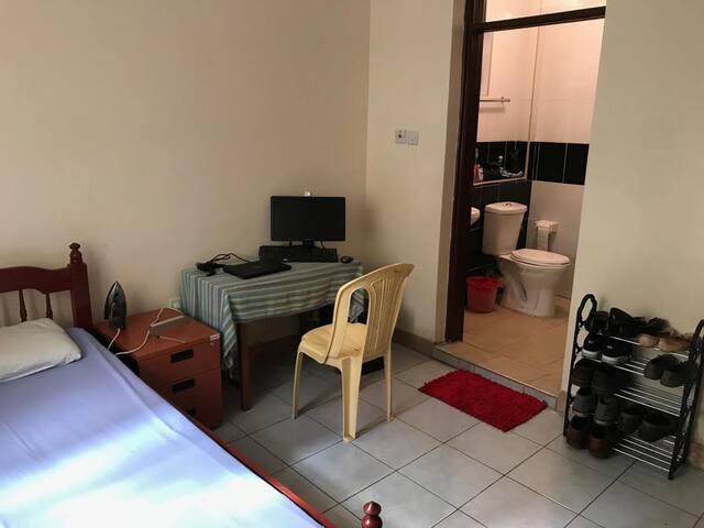 Private single room en-suite (Nairobi, Ruaka)