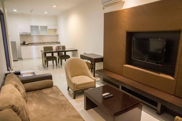 Modern & Spacious Apartment at Strategic Location - Kebayoran Lama - Serviceret lejlighed