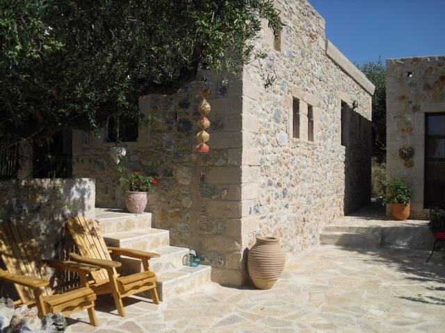 Moongrove,  Romantic Stone Cottage & Studio