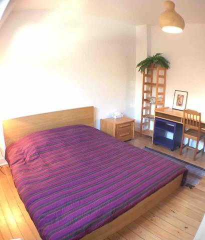 Cozy room - garden view. Near Atomium. Easy acces!
