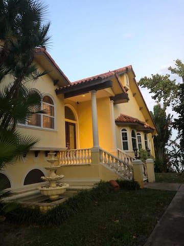 Casa La Bella