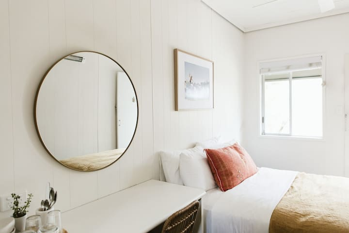 Relaxed and stylish Twin room at The Chalet