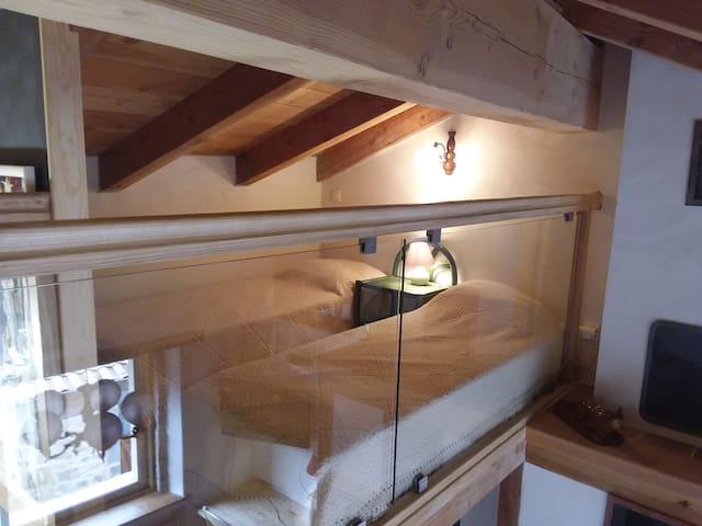 chambrettes 2 petits lits vue à travers garde corps