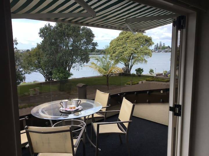 Private suite on the shores of Waikareao Estuary