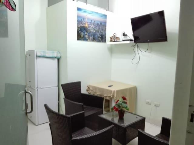 Habitación amoblada y baño privado para dama