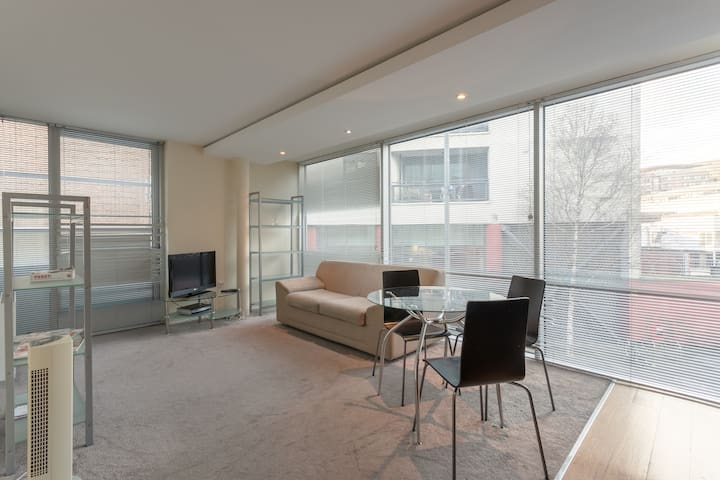 Modern 2BD Apartment in the Heart of Stratford