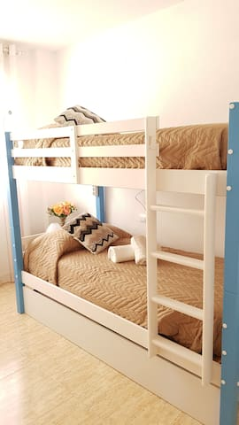 Quiet Extra Clean Bunk Bed Room in Santa Eulalia